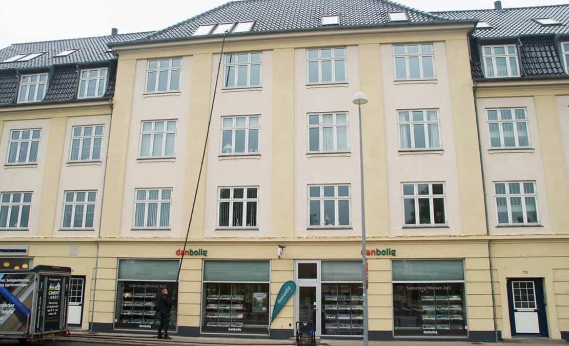 Rensning af tagrender i op til 5. sals højde - København/Nordsjælland